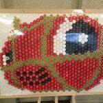 アイプラザ豊橋にペットボトルのキャップで描かれたトヨッキーが展示されていました!